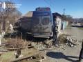 В Мариуполе полицейский фургон протаранил стену частного гаража
