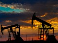 Нефть торгуется выше 55 долларов за баррель