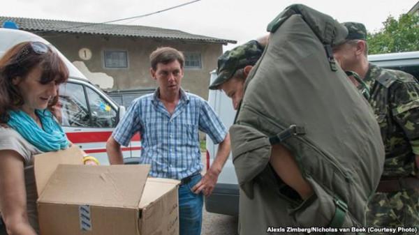 Теперь волонтеры переносят бронежилеты через границу ан себе. Это не запрещено законом