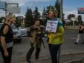 В Донецке женщину приковали к столбу с табличкой «Она убивает наших детей»