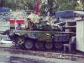 В Донецке террористы на танке протаранили торговый киоск – СМИ (фото)