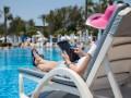 95% украинцев решают рабочие вопросы в отпуске