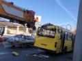 В Одессе автокран протаранил маршрутку