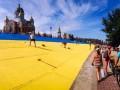 День в фото: Оболонь в цветах Украины и писающий Ленин