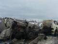 В Харькове перевернулась и загорелась фура