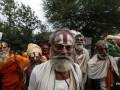В Индии от отравления алкоголем погибли десятки человек