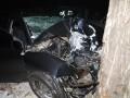 В Киеве автомобиль врезался в дерево: трое погибших, один раненый