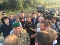 Автобус с Саакашвили заблокирован в буферной зоне