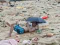 Празднование фестиваля драконьих лодок превратило китайский пляж в мусорную свалку