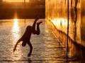 Ради страховки: Близ Одессы с теплохода в море сиганул индиец