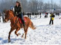 Конь, лыжи, девушка: в Киеве прошли первые соревнования по скъерингу
