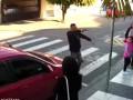 Грабитель получил три пули от мамы школьницы