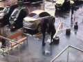 В Киеве вооруженный уголовник избил и похитил свою бывшую девушку