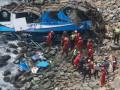 Автобус рухнул в пропасть в Перу: погибли более 20 человек