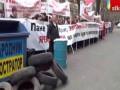 Работники житомирской фабрики пикетируют ГПУ с мусорными баками