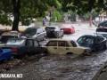 Ливень в Одессе: Улицы затопило, снесло машины