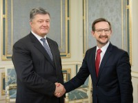 Порошенко и генсек ОБСЕ обсудили введение миротворцев ООН на Донбасс