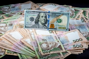 Курс валют на 22 июня: гривну укрепили