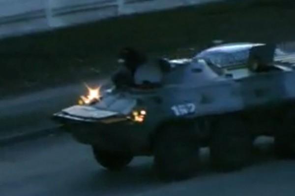 В центр Киева въехали бронетранспортеры