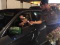 В Саудовской Аравии первым в истории авто-леди дарили розы