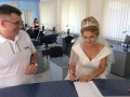 В Тернополе абитуриентка пришла на экзамен в свадебном платье