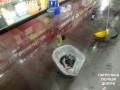 В Днепре мужчина разгромил в магазине витрины со спиртным