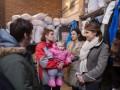 Жена Порошенко осмотрела главный волонтерский пункт в Киеве