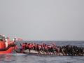 В Греции 42 украинца осуждены за перевозку мигрантов, - МИД