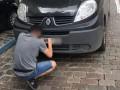В Киеве нашли авто, ехавшее по пешеходному мосту