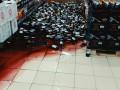 В тернопольском супермаркете упали стеллажи с водкой и вином