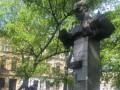 Во Львове пытались снести памятник: пострадали полицейские