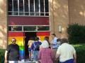 В США вход в церковь покрасили в радужные ЛГБТ-цвета