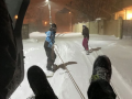 По заснеженной Одессе катались сноубордисты