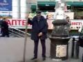 Невнутренние органы: Писающего милиционера ищут по всей Украине (ВИДЕО)