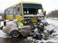 В Черновицкой области автомобиль столкнулся с автобусом: погибли трое человек