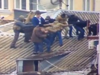 Саакашвили объяснил, зачем залез на крышу