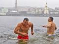 День в фото: как братья Кличко и Дарт Вейдер купались в ледяной воде