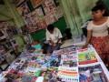 В Мьянме впервые за почти 50 лет начали продавать частные ежедневные газеты