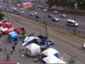В Харькове ветер разбросал торговые палатки