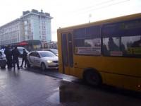 В Ровно подросток угнал маршрутку и возил по городу пассажиров