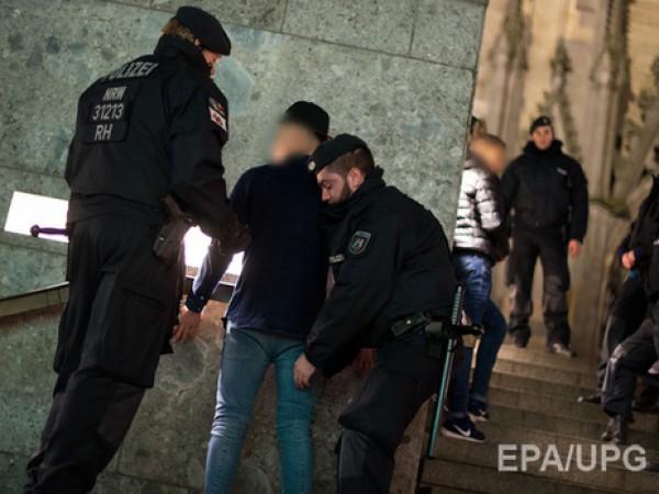 Европа оказалась уязвимой под напором мигрантов— Меркель