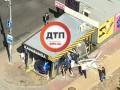 В Киеве иномарка протаранила кофейню, пострадали люди