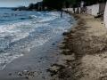 Пустые и грязные: как выглядят пляжи в Керчи