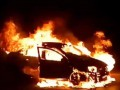 На перекрестке в Киеве полностью сгорел автомобиль