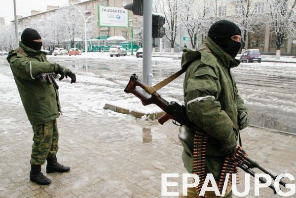 Вооруженные люди в центре Луганска блокируют админздания