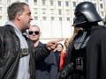 Фото недели: Дарт Вейдер в Киеве и замученный Янукович