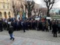 В Черновцах мэрию пикетируют охотники и рыбаки