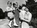 Королевский фотоальбом: Будни и праздники британских монархов (ФОТО)