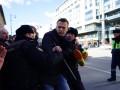 Протесты в Москве: Навального задержали и увезли