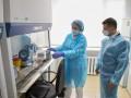 Зеленскому показали работу лаборатории с COVID